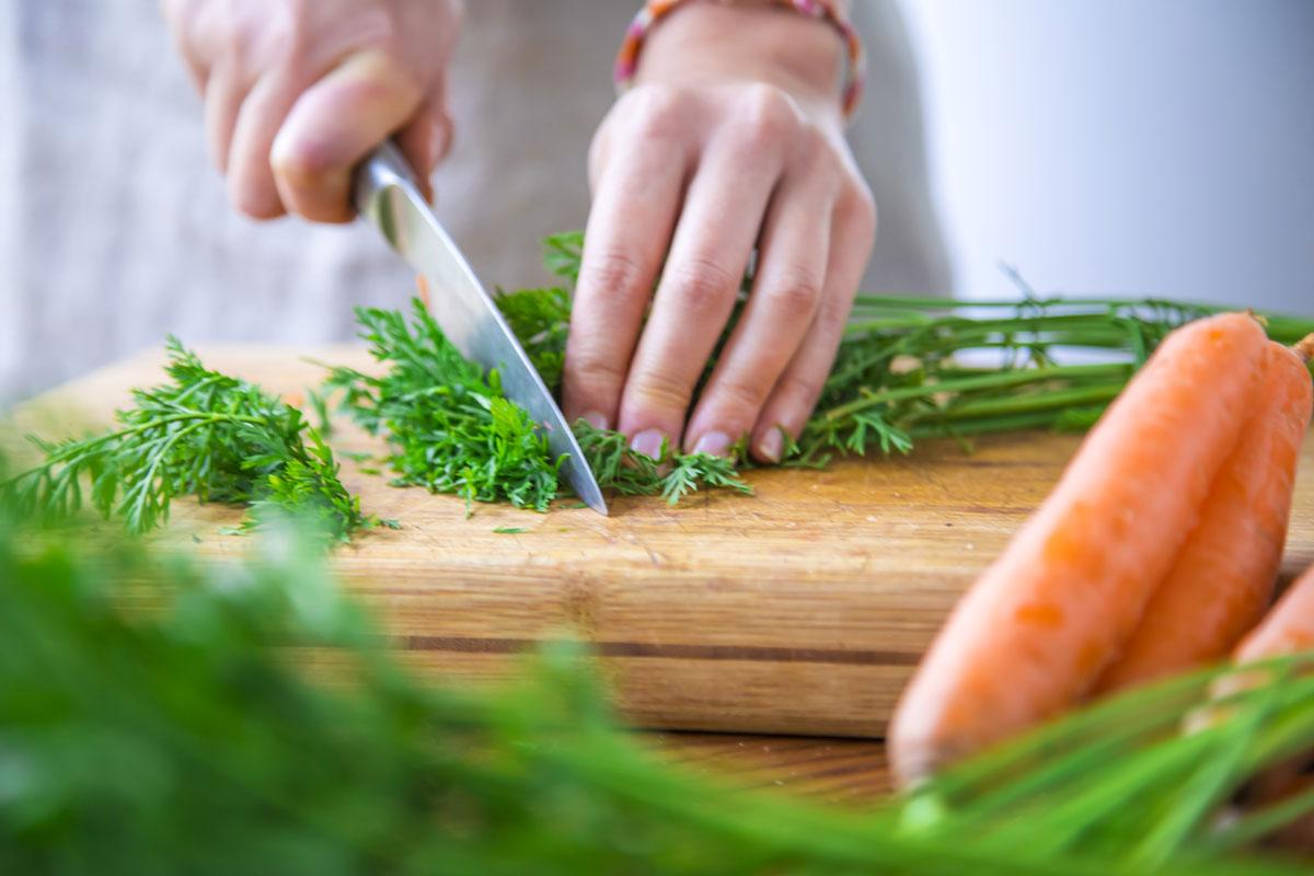 Récupérer les fanes de carottes